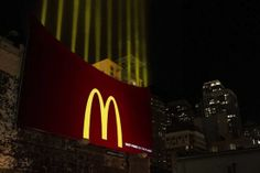 McDonald's Guerrilla Marketing Campaign: Leo Burnett Chicago used ten light beams, the lights can be seen. Great guerrilla ads example of McDonalds Street Marketing, Guerilla Marketing, Creative Advertising, Out Of Home Advertising, Marketing And Advertising, Marketing Ideas, Advertising Ideas, Advertising Campaign, Funny Advertising