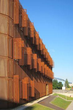 Jesenice Administrative Centre, Jesenice /  Facade, corten, steel. By Studio Kalamar, 2012.