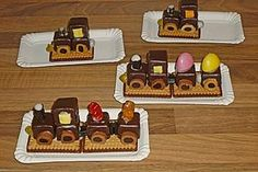 Lokomotive aus Dominosteinen Locomotive made of dominoes (recipe with picture) by Xapor Cupcakes, Dominos Recipe, Food Humor, Low Calorie Recipes, Creative Food, Food Design, Diy Food, Food Pictures, Food Art