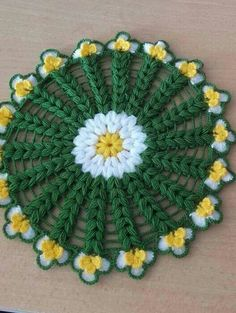 This Pin was discovered by Ayt Crochet Potholder Patterns, Crochet Mandala Pattern, Crochet Doilies, Crochet Flowers, Crochet Sweater Design, Crochet Designs, Quick Crochet, Crochet Home, Honeycomb Stitch