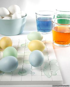 How to make an easy pin board to dry eggs after they've been dyed