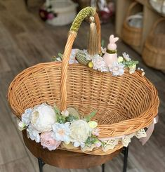 Cane Baskets, Easter Baskets, Crab Crafts, Trousseau Packing, Bridal Bouquet Pink, Diy Gift Baskets, Engagement Decorations, Newspaper Crafts, Basket Decoration