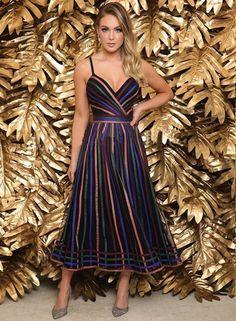 Vestido midi: 30 vestidos de festa para casamentos, formaturas e eventos sociais – Fashion Trends 2020 Modadiaria 每日时尚趋势 2020 时尚 Lovely Dresses, Stylish Dresses, Elegant Dresses, Fashion Dresses, Formal Dresses, Fancy Dress, Dress Up, Party Dresses, Summer Dresses