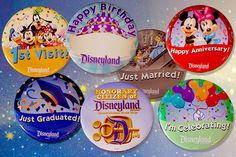 9 Free souvenirs from Disney - Free Buttons at Disneyland Disneyland Pins, Disneyland Secrets, Disneyland California, Disney Land Paris Tips, Disney World Tips And Tricks, Disney Souvenirs, Disney Vacations, Family Vacations, Cheap Disney Tickets