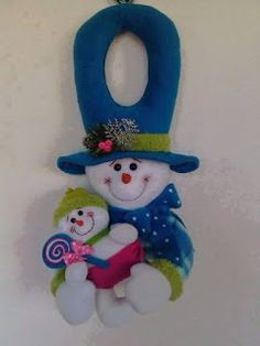 FELTRO MOLDES ARTESANATO EM GERAL: ENFEITES NATALINOS Felt Ornaments Patterns, Christmas Quilt Patterns, Patchwork Quilt Patterns, Christmas Fabric, Christmas Wood, Christmas Snowman, Christmas Themes, Holiday Crafts, Christmas Decorations