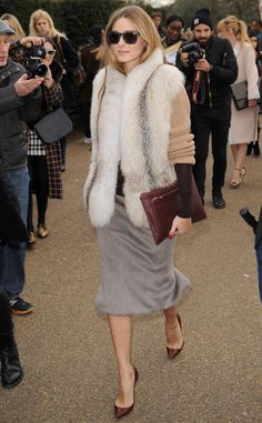 Olivia Palermo During London Fashion Week, Olivia slips an opulent fur over a color-block knit—glamour ensues. London Fashion Weeks, Estilo Olivia Palermo, Olivia Palermo Fur, Estilo Glamour, Bon Look, Jessica Parker, Looks Chic, Inspiration Mode, Celebrity Look