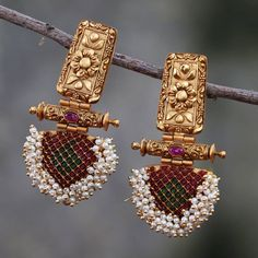 Jewelry OFF! 10 Places to Shop Artificial Jewellery Online Indian Jewelry Earrings, Fancy Jewellery, Jewelry Design Earrings, Gold Earrings Designs, Gold Jewellery Design, Ear Jewelry, Antique Earrings, Antique Jewelry, Gold Jewelry