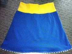 Een rokje met tricotband en afgewerkt met zigzagbandje