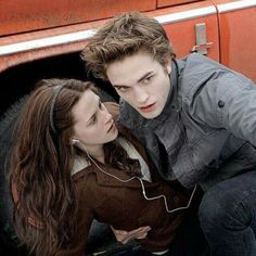 I was thinking of you and sent you a message on We Heart It. twilight, bella swan, and edward cullen image Edward Bella, Twilight Bella Et Edward, Film Twilight, Twilight Scenes, Twilight 2008, Twilight Quotes, Twilight Saga Series, Twilight Cast, Twilight New Moon