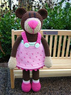 Hermine HimBär ♥ von Schneckenkind auf DaWanda.com Crochet Teddy, Crochet Bear, Love Crochet, Crochet Toys, Pet Toys, Doll Toys, Dolls, Sewing Patterns, Crochet Patterns