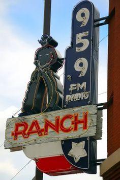 The Ranch Radio, Fort Worth, Texas Cool Neon Signs, Vintage Neon Signs, Abandoned Castles, Abandoned Mansions, Abandoned Places, Texas Music, Texas Forever, Radio Usa, Music Radio