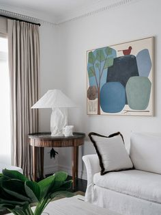 Australian designer Phoebe Nicol describes her style as refined European classics in a sophisticated modern shell, when unexpected is ideally combined ✌Pufikhomes - source of home inspiration Modern Interior, Interior Architecture, Interior Design, Seagrass Wallpaper, Fabric Covered Walls, Checkerboard Floor, Ingo Maurer, Cosy Corner, City Furniture