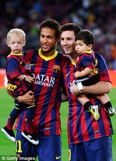 Neymar Jr & Messi with their boys ❤️