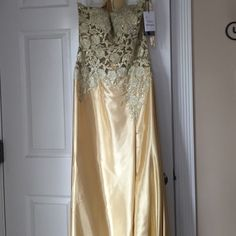 Beaded evening dress Gold jovani dress new never worn Jovani Dresses