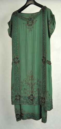 1920 039 s French Green Beaded Silk Flapper Dress M Womens Style Année 20, 1920 Style, Flapper Style, 20s Fashion, Art Deco Fashion, Fashion History, Vintage Fashion, Fashion Design, 1920s Outfits