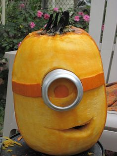 Funny pictures about Pumpkin Minion. Oh, and cool pics about Pumpkin Minion. Also, Pumpkin Minion photos. Halloween Pumpkins, Halloween Crafts, Holiday Crafts, Holiday Fun, Halloween Decorations, Halloween Party, Minion Halloween, Funny Pumpkins, Samhain Halloween