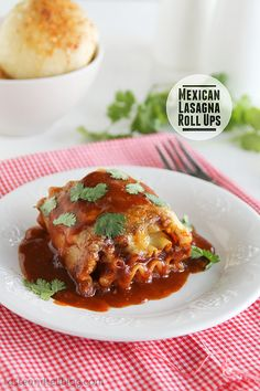 Mexican Lasagna Roll Ups- Chicken thighs are slow cooked in a honey, soy and garlic mixture, then shredded for the best Honey Garlic Chicken Tacos. Pasta Recipes, Beef Recipes, Mexican Food Recipes, Dinner Recipes, Cooking Recipes, Lasagna Recipes, Mexican Cooking, Cooking Food, Cooking Tips