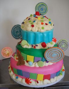 I don't think I have the skills to pull this off... Maybe a 2 layer cake. I really like the cupcake cake as the top layer.
