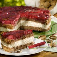 """Walnüsse von den eigenen Bäumen verwendet Kathrin Seeger für ihre Himbeer-Walnuss-Torte. """"Bei uns gibt es die Torte meistens im Herbst,..."""