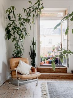 my scandinavian home: 10 Clever Small Space Tricks To Learn From a Lovely Swedish Apartment - plants! Scandinavian Apartment, Scandinavian Interior Design, Scandinavian Home, Living Room Designs, Living Room Decor, Living Spaces, Cofee Table, Feng Shui, Small Apartments