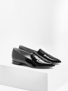 aeyde collection n02 VIOLA - handmade pointy-toe flat in black patent leather. A statement shoe that adds a hint of high-quality lux to plenty of outfits.
