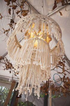 diy-macramé-chandelier-boheme-fleurs-sechées-lampe-technique-macramé