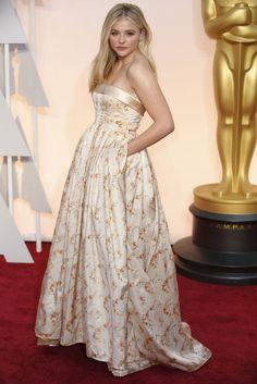 Un look de 10 para Chloe Moretz de Miu Miu en la alfombra roja de los Oscars 2015
