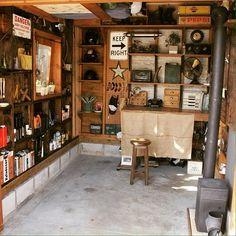 Interior examples of whole room / rocket stove / vintage / bike garage / garage … … – Motorcycles Ideas Garage Studio, Garage House, Garage Workshop, Garage Interior, Diy Interior, Interior Design, Garage Office, Cool Garages, Workspace Design