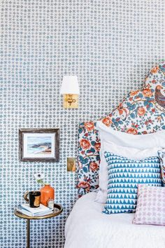 A Guest Bedroom with Major Pattern in Layers of Blue & Orange A preppy palette of blue and orange gets fresh with this layered bedroom with tons of pattern. Consider this your lesson in how to perfectly combine prints! Guest Bedroom Decor, Guest Bedrooms, Guest Room, Bedroom Ideas, Bedroom Orange, White Bedroom, Bedroom Makeover Before And After, Bedroom Styles, Bedroom Makeovers