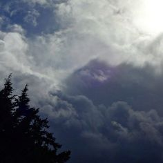 From  to  in the same sky.. #weather #sun #snow #clouds #portland #oregon #pwn #mybackyard #forestheights #upperleftusa