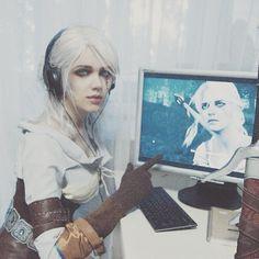 Ciri playing as Ciri in the @witchergame  Had a little bit of video streaming in this cosplay outfit and it was fun)  Оффтопом для косплееров: у меня одной от линз с толстенными цветокроющими рисунками глаза пекут?  #thewitcher #wildhunt
