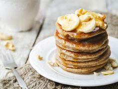Pancakes faciles et rapides (2 personnes) : 1 œuf - 150g farine - 1 c.s. sucre - 1 c.s. huile/beurre - 1 c.c. levure - 200ml lait /// ou /// 1 banane - 2 oeufs /// ou /// 2 oeufs - 2 bananes - 2 cuillères à soupe de Maïzena - (canelle)