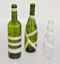 Alterations: Spectacular vases of glass jars and bottles Wine Bottle Vases, Plastic Bottle Crafts, Painted Wine Bottles, Diy Bottle, Wine Bottle Crafts, Glass Jars, Bottle Painting, Free Images, Maputo