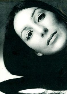 #Cher, photo by #RichardAvedon, US #Vogue December 1971