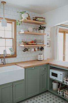 Kitchen Room Design, Boho Kitchen, Home Decor Kitchen, Interior Design Kitchen, Home Kitchens, Interior Modern, Very Small Kitchen Design, 1930s Kitchen, Funky Kitchen