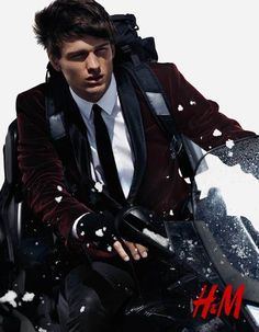 Canadian model simon nessman takes on winter sports in a james bond style photo shoot for h&m's winter 2012 menswear update. Mens Fashion Blog, Fashion Moda, Boy Fashion, Fashion Show, Style Fashion, High Fashion, Fashion Trends, Simon Nessman, James Bond Style