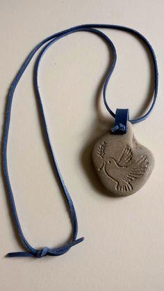 Beach stone necklace. Birds. Symbol of freedom. by Balticstone