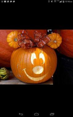 Madi Disney Halloween, Minnie Mouse Halloween, Fete Halloween, Halloween Crafts For Kids, Holidays Halloween, Halloween Pumpkins, Halloween Decorations, Mickey Mouse Pumpkin, Pumpkin For Halloween