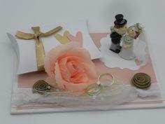 Du suchst eine kleine feine Geschenkverpackung, die niemand anderer so hat? Dieses Geldgeschenk-Set zur Hochzeit ist auf einer Malpappe gestaltet. Hier lassen sich wunderbar...