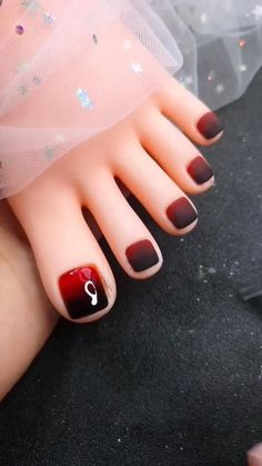 Black and red ombre toe nails ideas Fancy Nails Designs, Square Nail Designs, Flower Nail Designs, Red Nail Designs, Black Toe Nails, Cute Toe Nails, Cat Eye Nails Polish, Red Nail Art, Red Tattoos