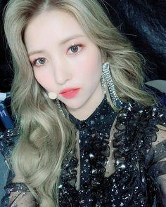 Check out GFriend @ Iomoio Bubblegum Pop, Sinb Gfriend, Gfriend Sowon, South Korean Girls, Korean Girl Groups, Cloud Dancer, Fandom, Entertainment, G Friend