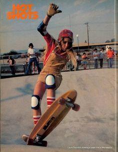 14 Rad Photos of Female Skateboarders in the – Laura Thornhill 1974 14 fotos rad de mujeres skaters en la década de 1970 – Laura Thornhill 1974 Old School Skateboards, Vintage Skateboards, Girls Skate, Look Skater, Style Masculin, Skater Girl Outfits, Skateboard Girl, Longboarding, Poses