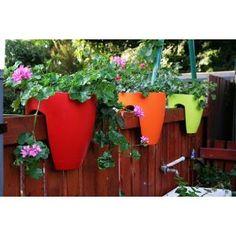 Good looking plastic planters do exist!