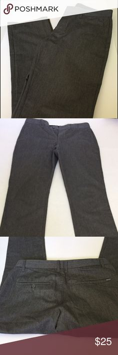 Men's Volcom FRICKIN MODERN CHINO Pant 31x32 Men's Volcom FRICKIN MODERN CHINO Pant 31x32 CONDITION: LIKE NEW Retail $49.50 COLOR: Charcoal Heather Size 31 waist  Inseam 32 inches. Banded waist  Zip fly with button closure 4 pocket construction Modern Fit 65% cotton 35% polyester Machine wash cold CLEAN & Smoke-free home Volcom Pants Chinos & Khakis