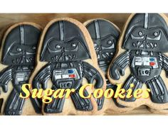 Darth Vader cookies, mini tutorial by Montreal Confections Galletas Cookies, Sugar Cookies, Use The Force Luke, Airbrush Cake, Star Wars Cookies, Cookie Flavors, Cookie Recipes, Hello Kitty Toys, Roll Cookies