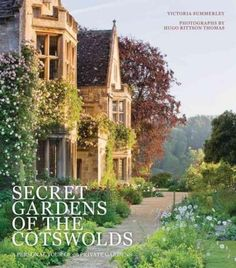 Secret Gardens of the Cotswolds is a captivating photographic portrait of the greatest British gardens and the lords, ladies and gardeners who own and manage them, with a focus on Gloucestershire and