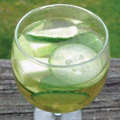 Green Sangria: pinot grigio, Midori melon liqueur, green apple, lime, English cucumber, mint leaves, kiwi, club soda (diet)