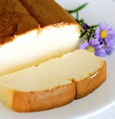 Japanese Cheesecake - looks like pound cake, tastes like cheesecake. Oh yum! Japanese Cheesecake - looks like pound cake, tastes like cheesecake. Oh yum! Gluten Free Desserts, Just Desserts, Dessert Recipes, Think Food, Love Food, Tasty, Yummy Food, Delicious Recipes, Amazing Recipes