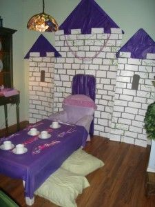 Create a Castle as a Backdrop with cardboard boxes. another good starting point for fairytale program Tangled Birthday Party, Tea Party Birthday, 4th Birthday Parties, Birthday Ideas, Princess Theme, Princess Birthday, Cardboard Castle, Cardboard Boxes, Castle Classroom