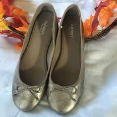 CM dropPretty Great NWTballerina slipper Must have silver slipper, not only is it super cute and comfy, but this color goes with anything and everything  New, never worn  ✅ will bundle  ✅ all reasonable offers will be considered  ✅ No Trading  Posh Rules Only  Old Navy Shoes Slippers